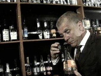 Стоп-кадр изфильма «Пять бутылок водки».