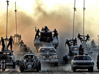 Стоп-кадр изфильма «Безумный Макс: дорога ярости».
